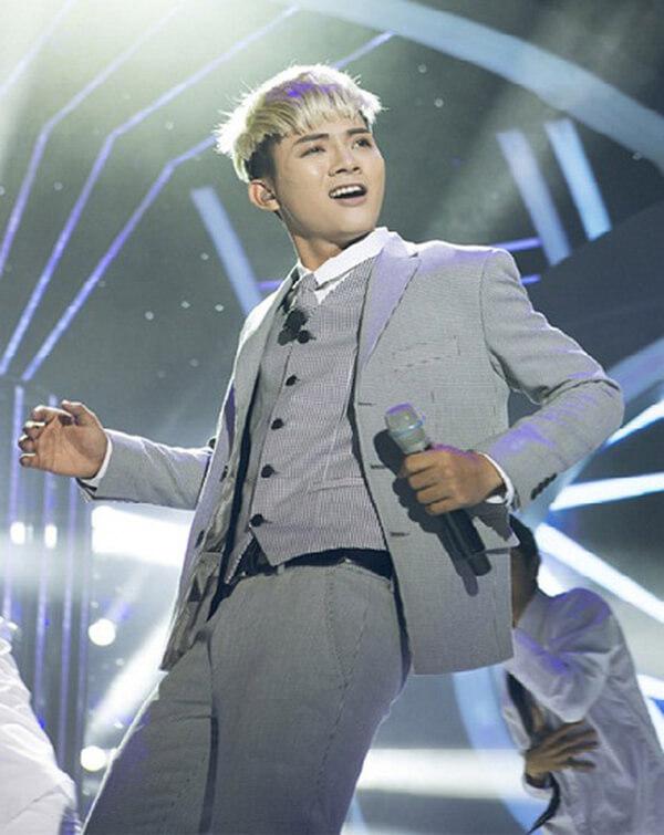 Hoài Lâm sớm trở thành ngôi sao khi cover hit của Sơn Tùng M-TP.