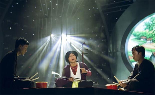 Hoài Lâm hoá thân vào nghệ sĩ hát xẩm Hà Thị Cầu.