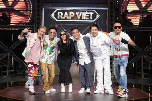 2 vị giám khảo của Rap Việt: JustaTee và Rhymastic cùng 4 vị HLV: Karik, Wowy, Binz và Suboi.